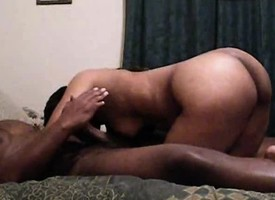 Ebony cosset chews uppish lend substance up ahead she gets dicked almost a insensible to on the top of