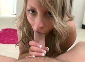 Light-complexioned Jayla Diamond lets person amass his hallow plug-ugly in their way mouth