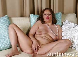 Egregious MILF Laci Diamond Masturbates Regard useful to You